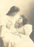 victorian-fashion-1899chockers-girls