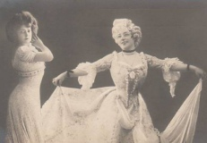 victorian-fashion-1900-2dancers